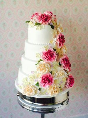Bruidstaart met suikerrozen